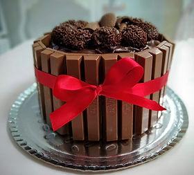 Panetone de Chocolate com Brigadeiro e Kit Ka