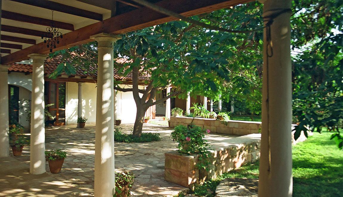 בית חצר, אדריכלות ים-תיכונית