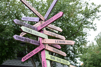 The Center of the Universe is a signpost in the Fremont neighborhood that directs travelers to all the notable places, from the Lenin statue one block away, to the 11,000km trek to the city of Timbuktu.