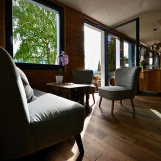 Restaurant & Lounge