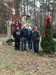 2019-11-30 Christmas decorating the entr
