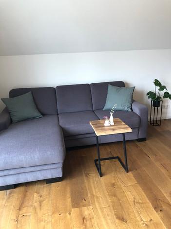 Das Sofa lädt zum Entspannen ein