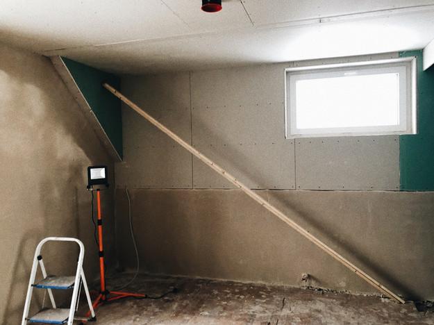 Durch die Dachgaube haben wir Raumhöhe für dei Sauna gewonnen