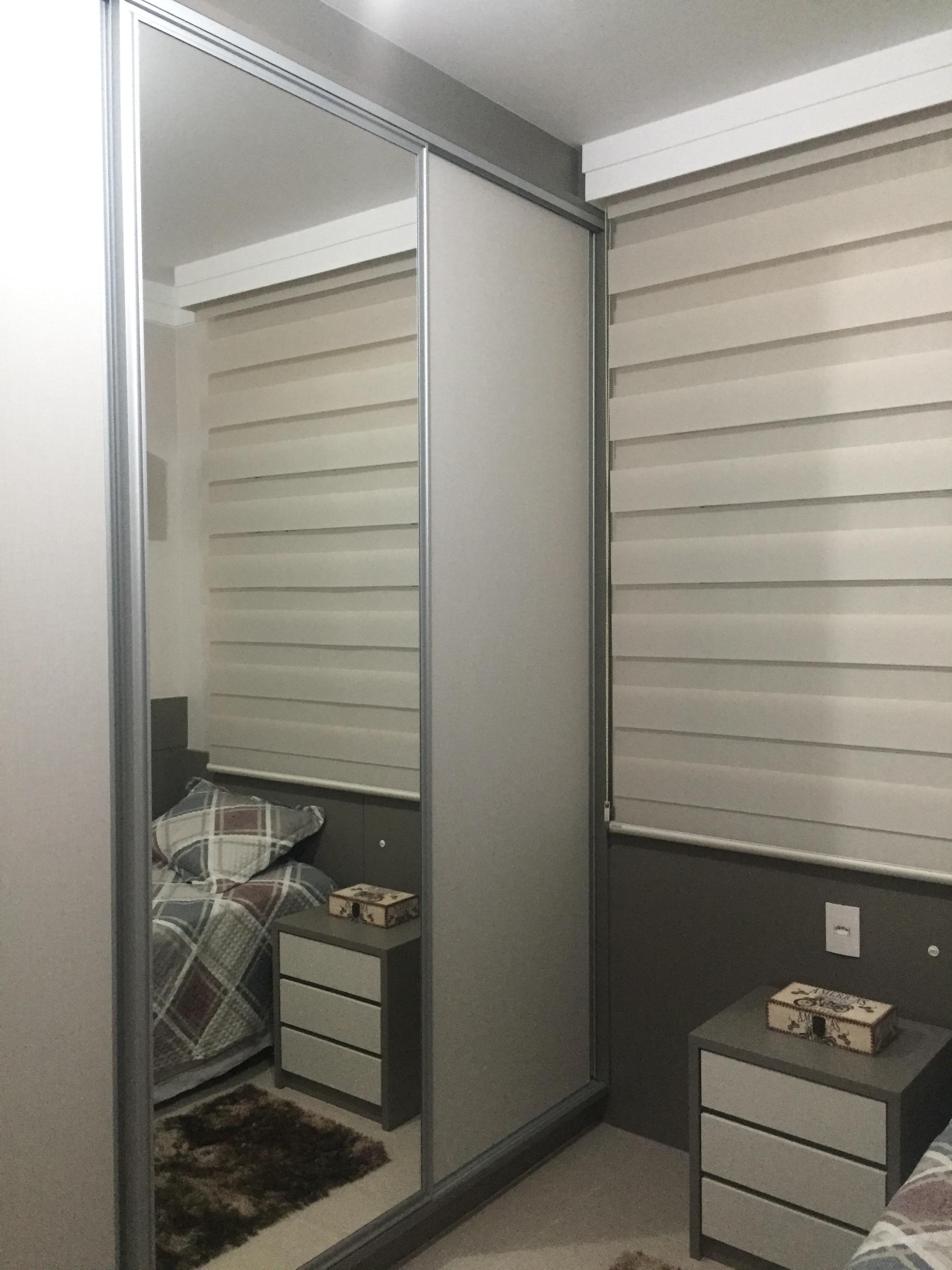 Armário com espelho