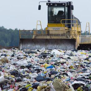 Η Ελλάδα απαλλάχθηκε από 10 πρόστιμα για τις παράνομες χωματερές αποβλήτων