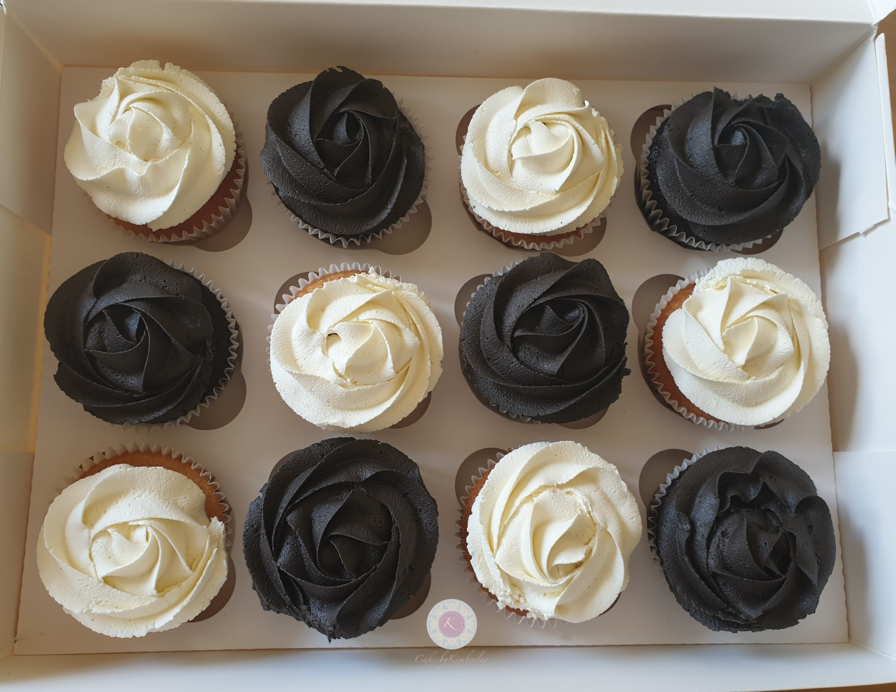Cupcakes - graduation black and white