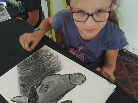 Du dessin (fusain, pastel, crayon...) de la peinture à l'acrylique mais aussi le travail de la t
