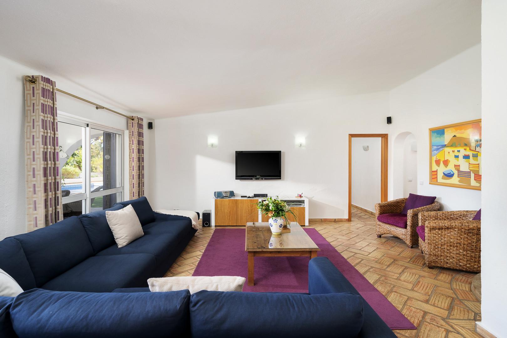 Living Room 4-1.jpg