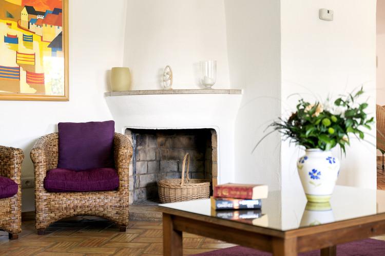 Living Room 5-1.jpg