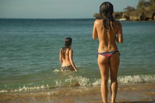 Chiquillas en la Bahia -
