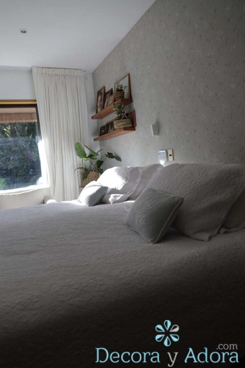 papel mural Sanderson en dormitorio matrimonial