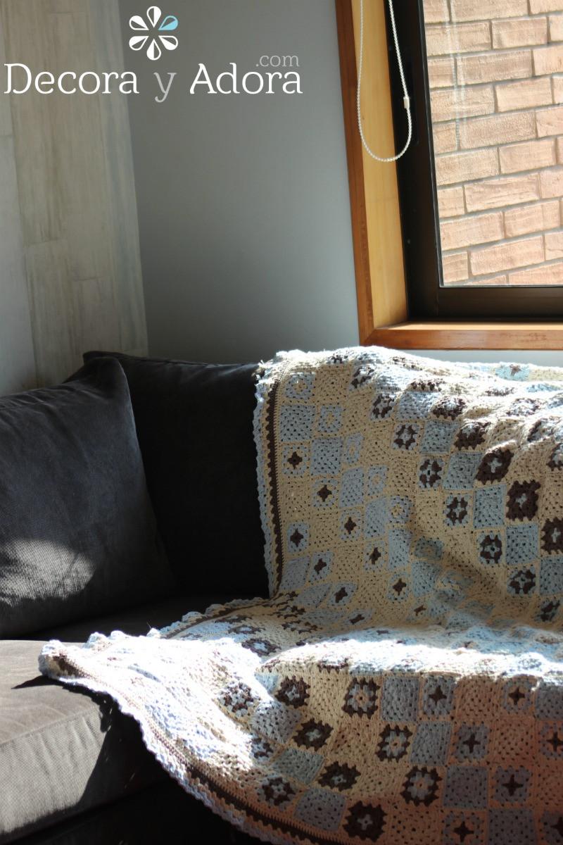 colcha a crochet de mi sala de estar