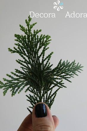 envoltorio navidad  fácil decorado con ramas de pino
