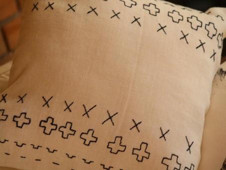 cojín geométrico  tipo mud cloth