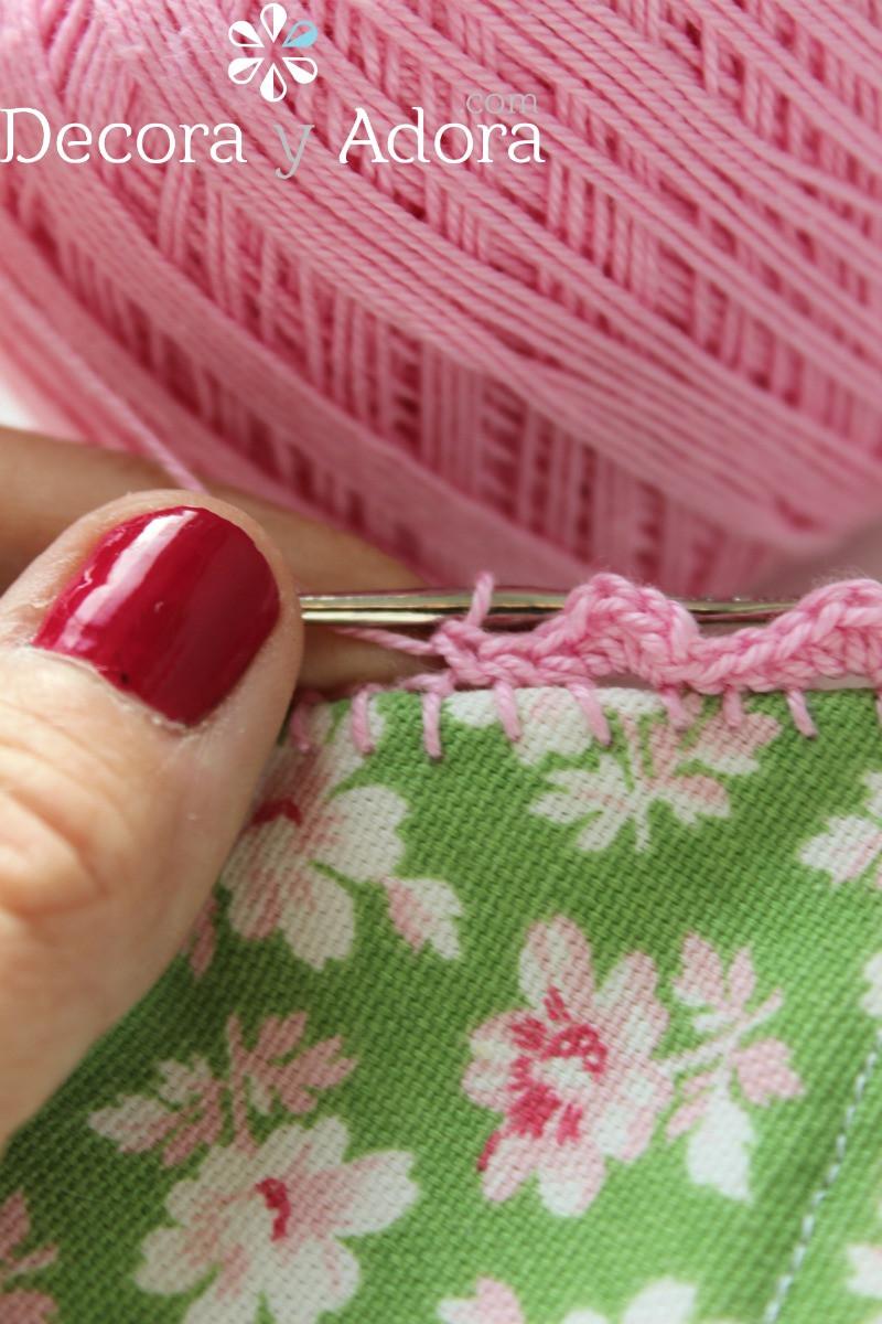 paso a paso borde a crochet en guirnalda de tela