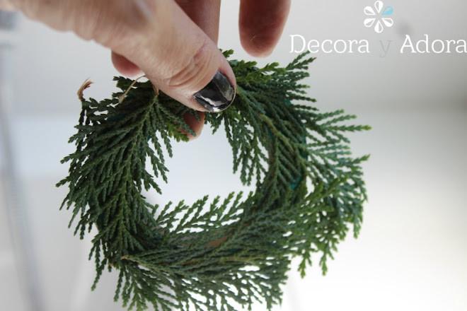como hacer envoltorio navidad  fácil decorado con ramas de pino