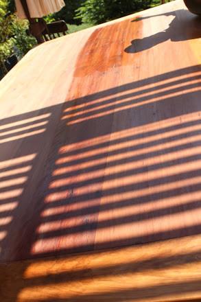 hacer mov circulares restaurar mesa con técnica de muñequilla