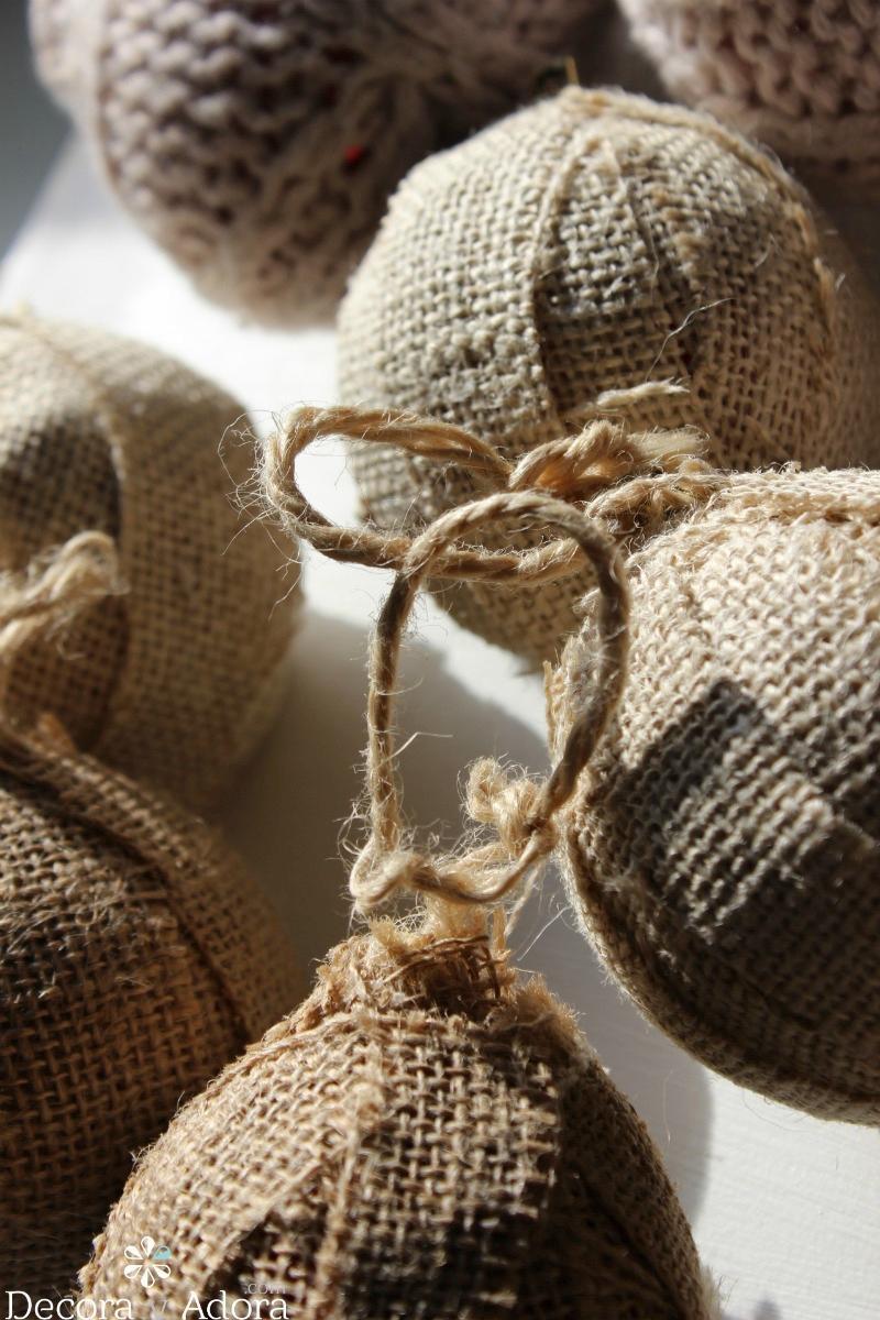 lindas bolas de navidad con arpillera