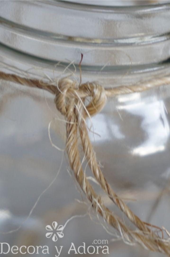 nudo con cuerda de sisal en frascos