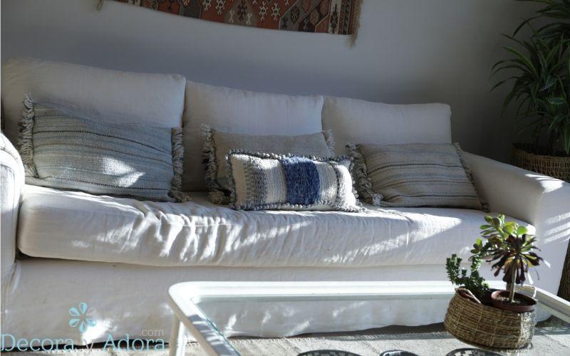 sillón de lino en sala de estar
