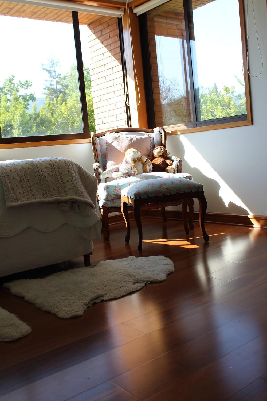sillón provenzal en dormitorio niña