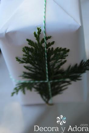 edelicado envoltorio navidad  fácil decorado con ramas de pino