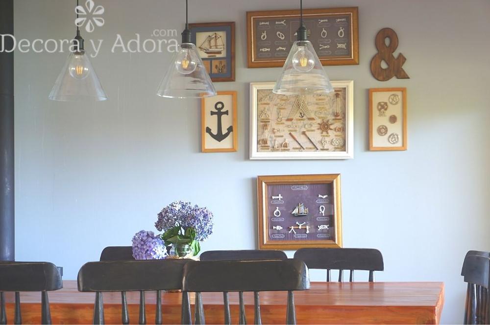 Adorno rústico , signo pintado con betún de judea en comedor casa del lago