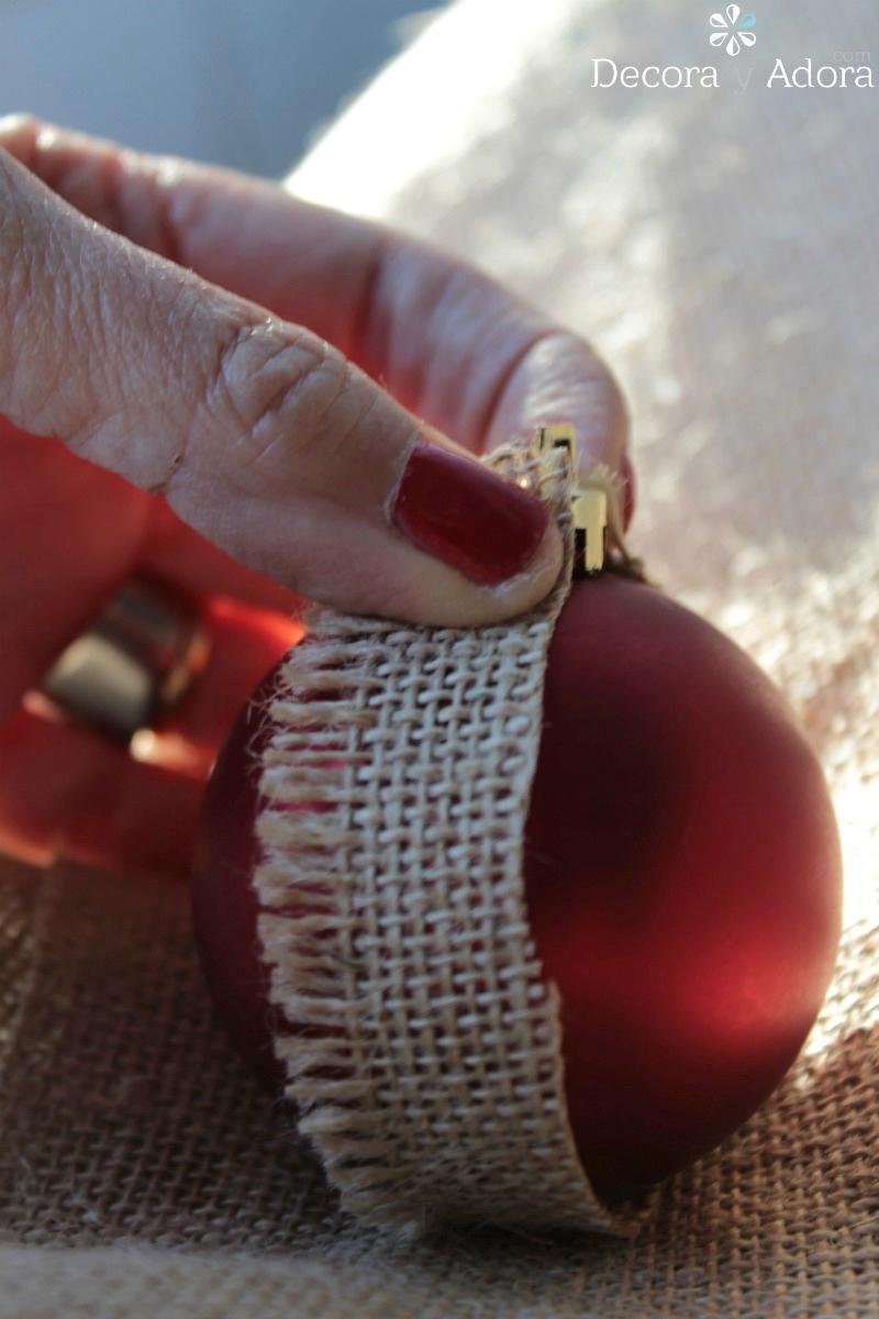 con arpillera se puede reciclar bolas de navidad