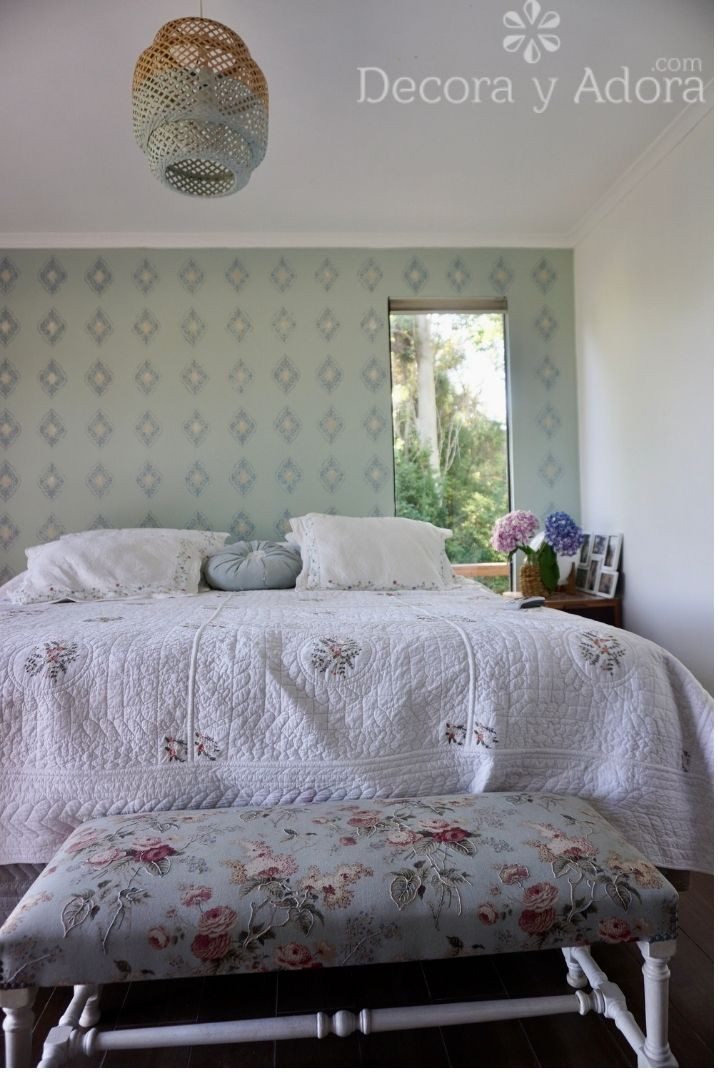 lindo dormitorio con banqueta restaurada
