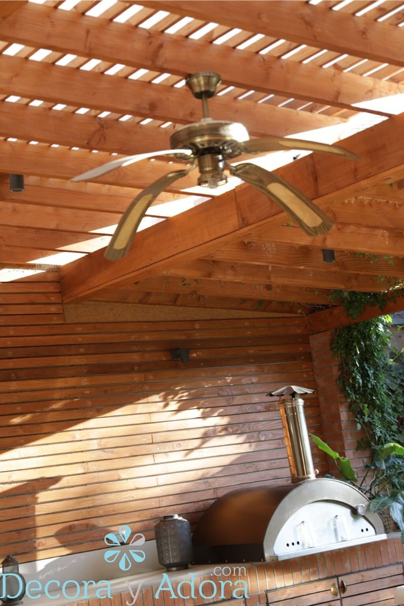 un ventilador en el techo para el quincho