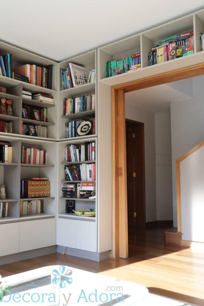librero en biblioteca