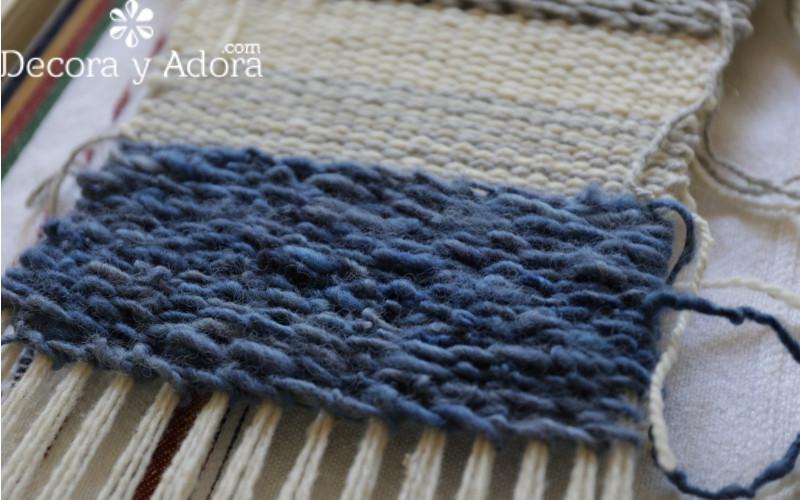 lanas naturales en cojín a telar