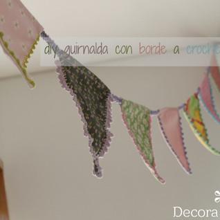 una guirnalda de tela con borde a crochet