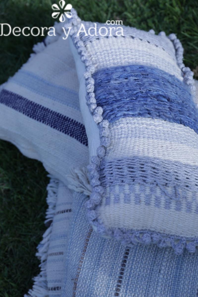 cojín a telar hecho con lanas naturales
