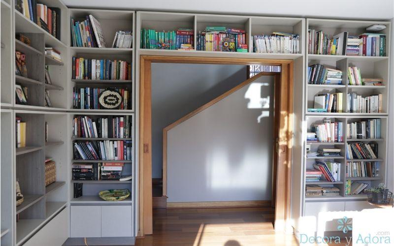 bello mueble en biblioteca