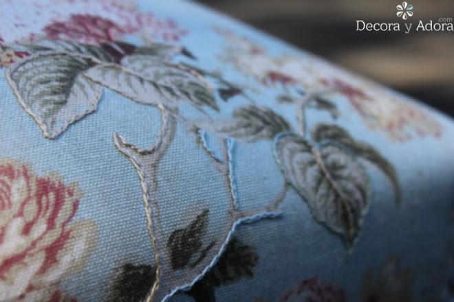 que linda banqueta restaurada pintando de blanco las patas y bordando tapiz