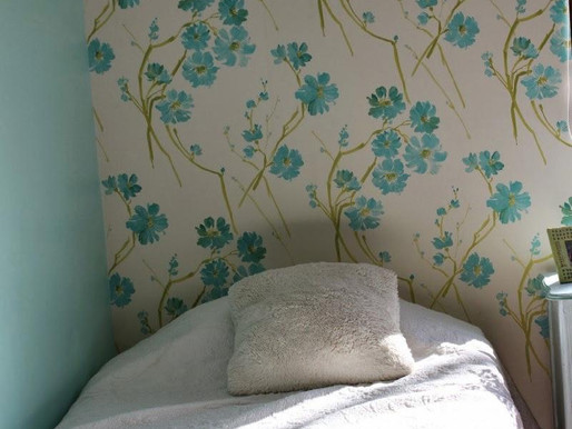 Colocar papel mural dormitorio Maria Jesus