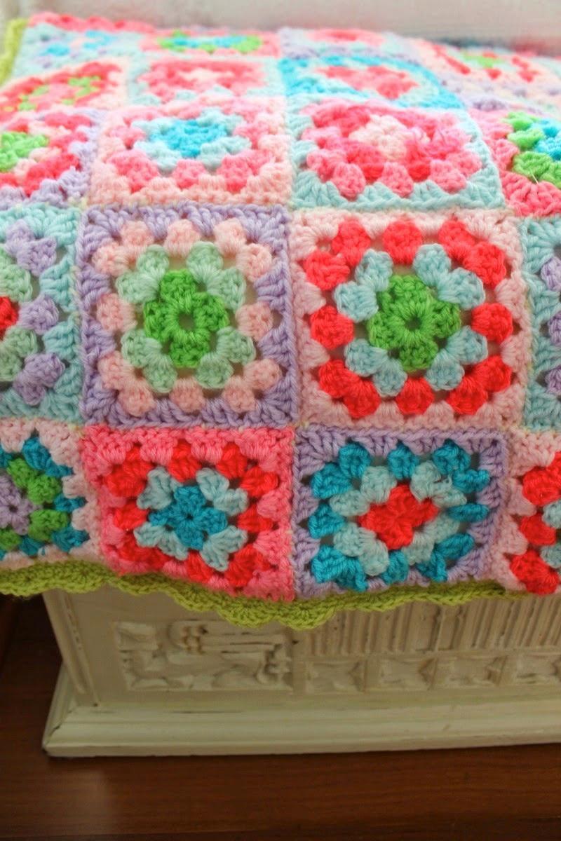 linda colcha a crochet con cuadrados básicos