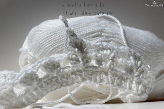 lindo funda de frasco a crochet. delicado florero con funda fácil a crochet