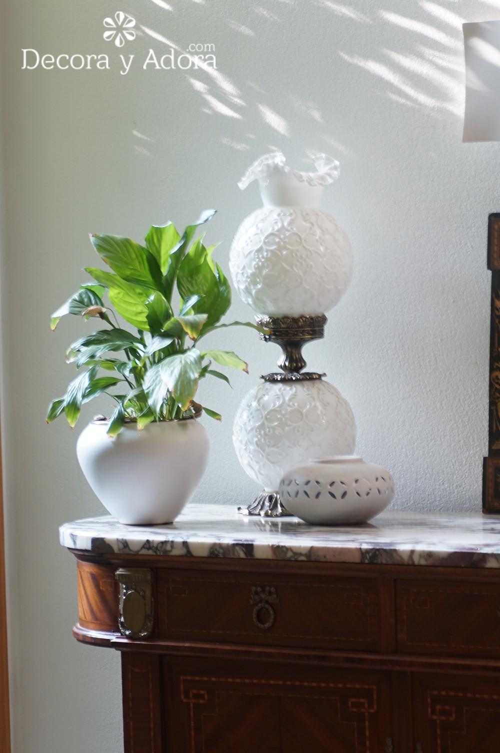 linda lámpara antigua en mi hall de entrada
