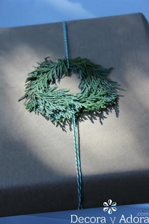 hazlo tu mismo envoltorio navidad  fácil decorado con ramas de pino