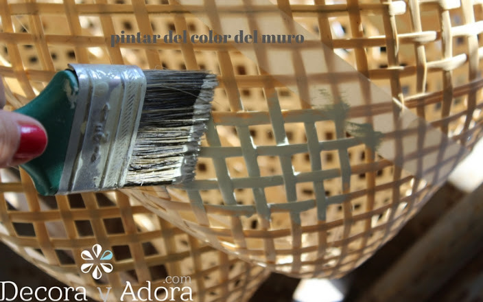 pintar lámpara de mimbre de dos colores muy fácil solo poner cinta de enmarcar y a pintar