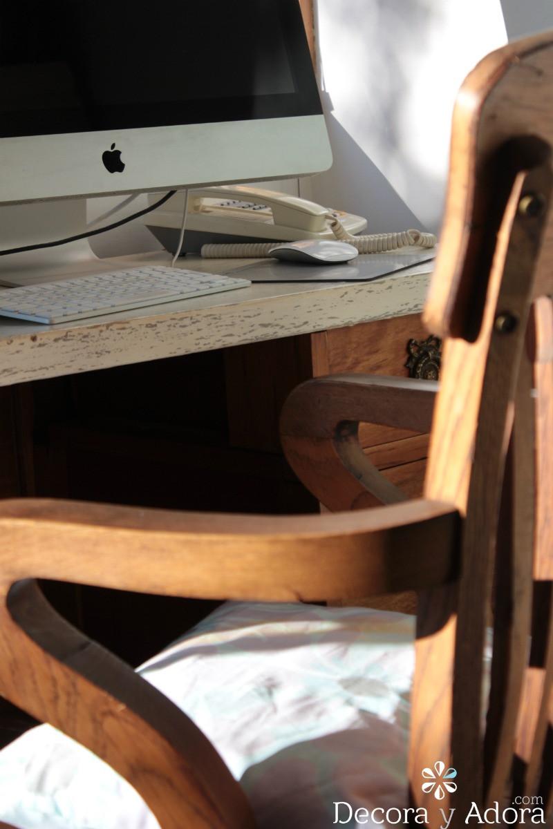 lindo escritorio con cubierta que parece mármol