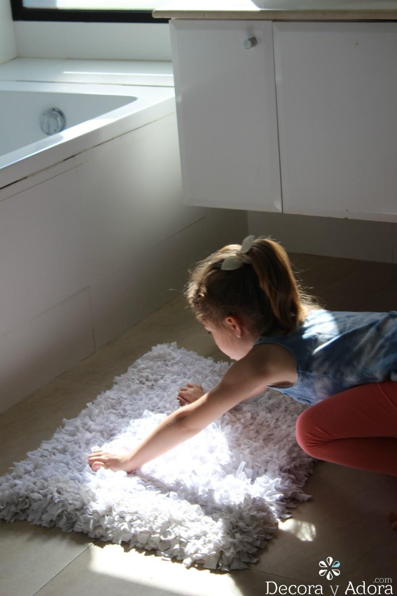 esponjosa alfombra de nudos con retazos de tela