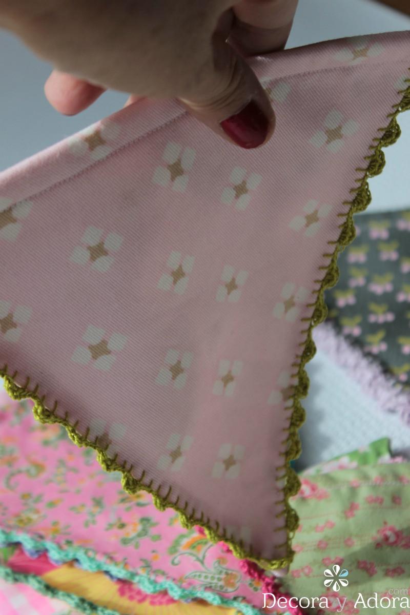 guirnalda o banderín de tela con borde a crochet