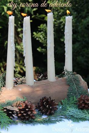 corona de adviento rústica con un pedazo de tronco de madera