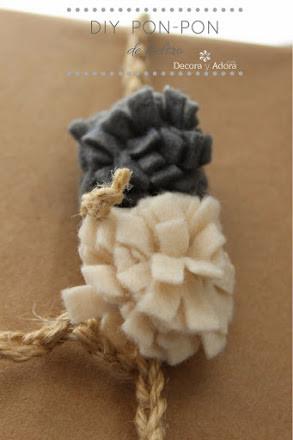 empaquetado con pompones de fieltro om paño lenci