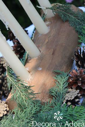 simple corona de adviento rústica con un pedazo de tronco de madera