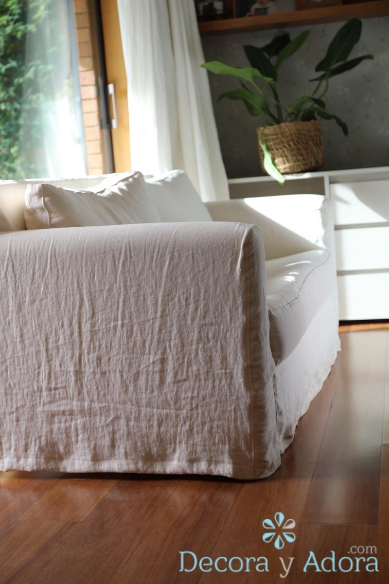 sillon con tapiz de lino en dormitorio matrimonial