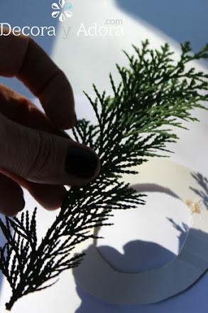 hazlo tu mismo fácil envoltorio navidad con ramas de pino